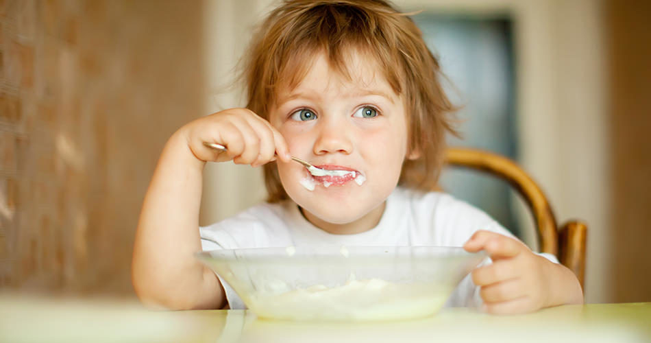 Child Become Successful at Self-Feeding