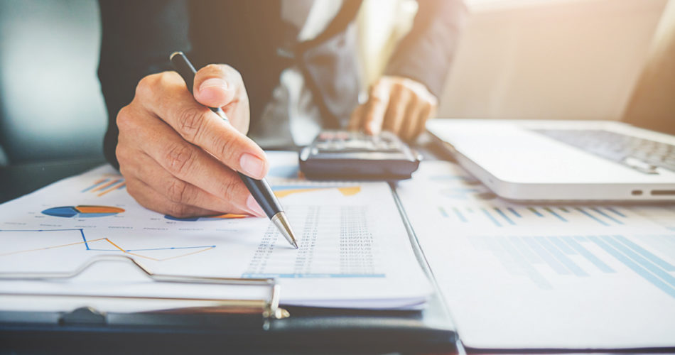 Expert-Recommended Tips: How to Better Manage Your Finances